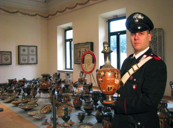 antiquities-trove-Gianfranco-Becchina-via-wanted-in-rome-1-22-15