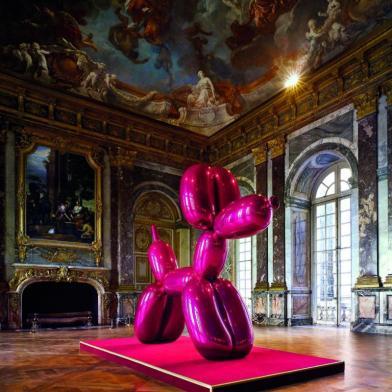 Jeff Koons' Pink Balloon Dog at Versailles, 2008