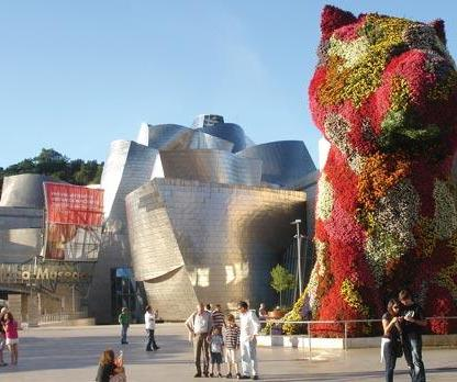Jeff Koons' 'Puppy' outside the Guggenheim Museum.